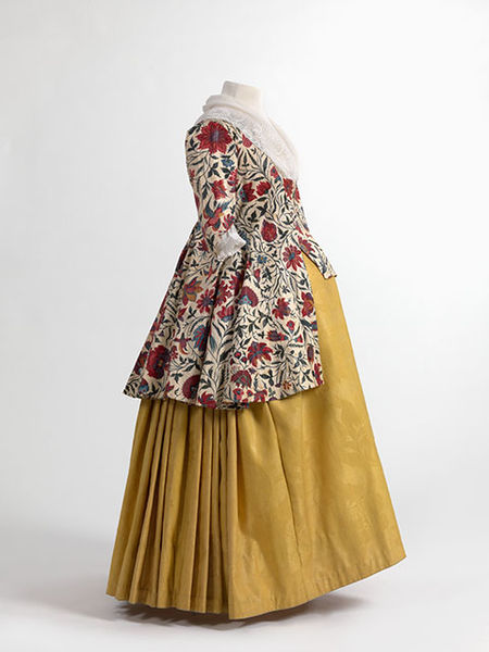 450px-Jacket_in_chintz_skirt_in_wool_damask_1750-1800._MoMu_-_Fashion_Museum_Province_of_Antwerp_www.momu_.be_._Photo_by_Hugo_Maertens_Bruges.
