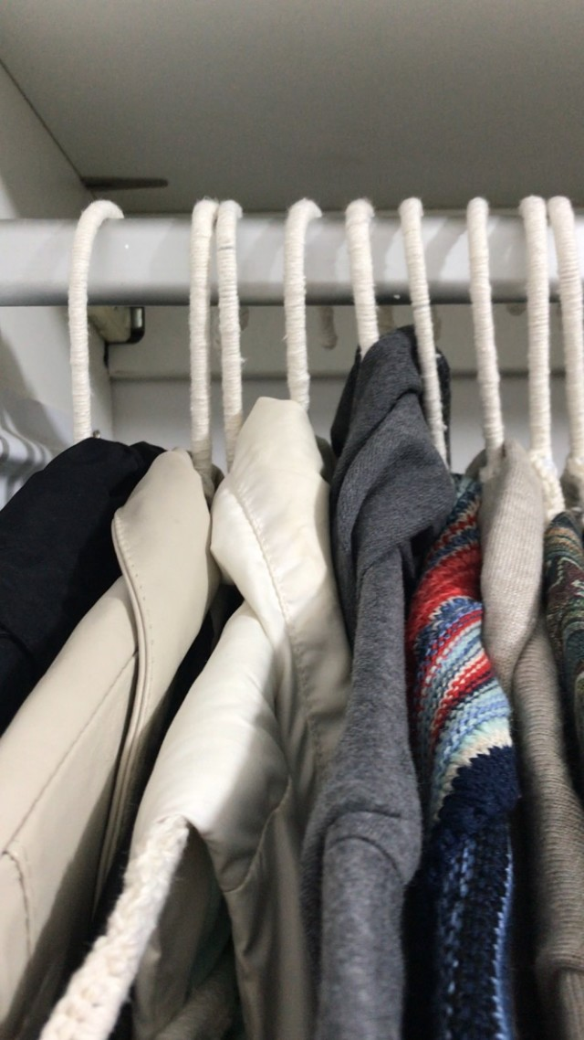 Feito-pela-Ju-cabides-de-croche-guarda-roupas